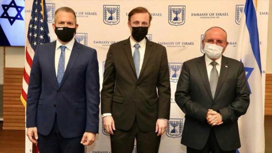El embajador del régimen israelí ante la ONU, Gilad Erdan (izq), asesor de seguridad de EE.UU., Jake Sullivan y su par israelí, Meir Ben Shabat.