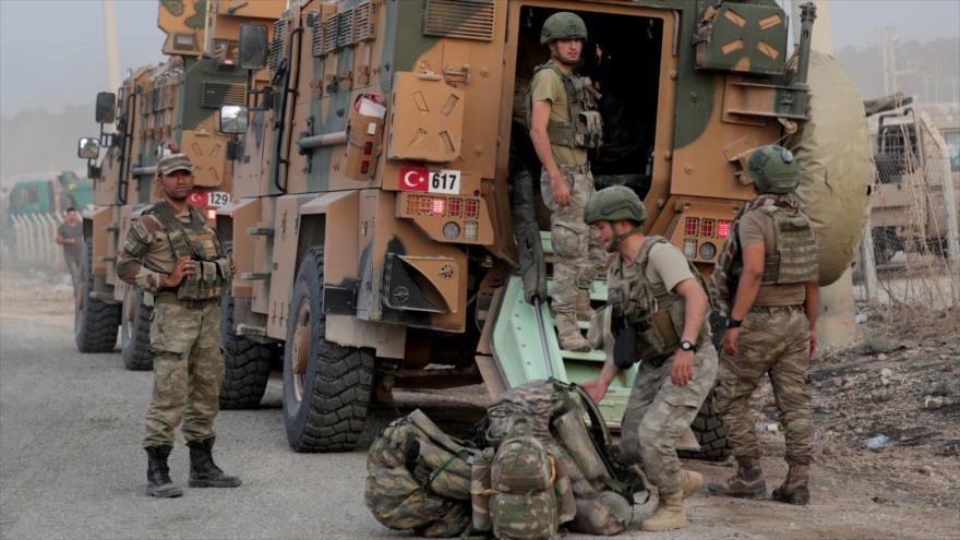 Soldados turcos en un sitio cerca de la frontera de Siria. (Foto: Reuters)