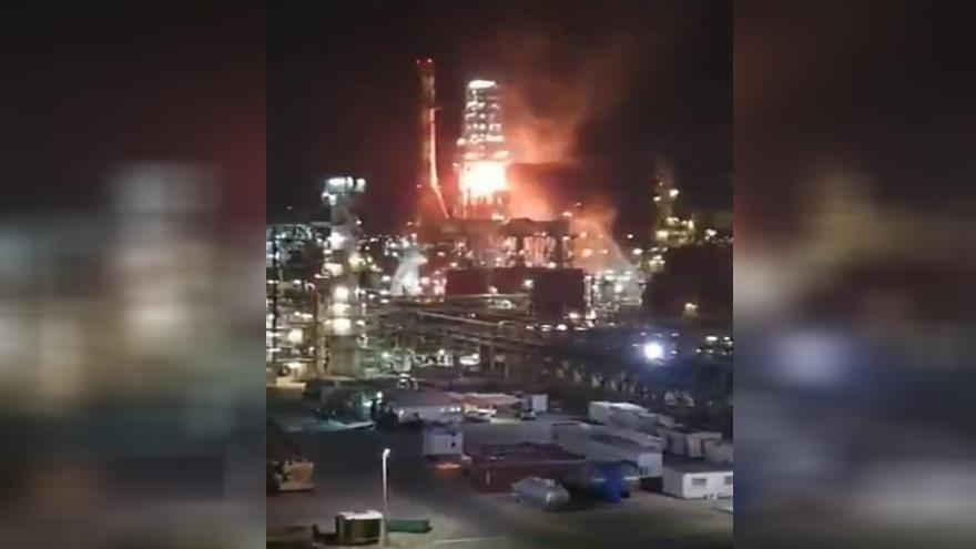 Vídeo: Incendio estalla en una refinería israelí de Haifa