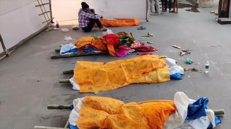 Vídeo trágico: Apilan cadáveres en calles de una ciudad en La India