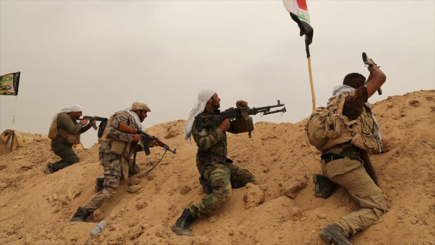 Fuerzas iraquíes luchan contra los terroristas de Daesh en Faluya, Irak. (Foto: AP)