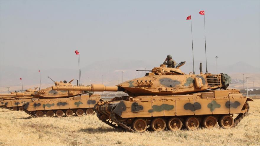 Tanques del Ejército turco en Silopi, cerca de la frontera con Irak. (Foto: Reuters)