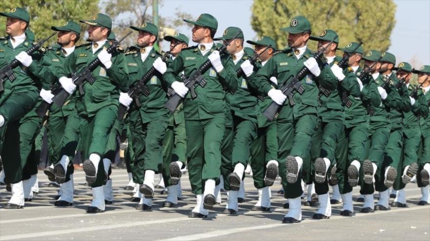 Miembros del Cuerpo de Guardianes de la Revolución Islámica (CGRI) de Irán en un desfile en Tabriz, capital de la provincia de Azerbaiyán Oriental.