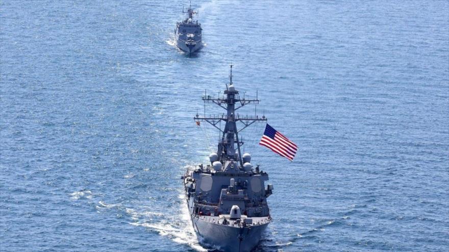 El destructor de la Armada de EE.UU. USS Porter navega con otros barcos durante el ejercicio Sea Breeze en el mar Negro, 25 de julio de 2020.