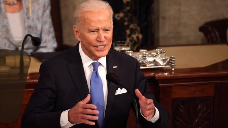 El presidente de EE.UU., Joe Biden, habla en el Congreso de EE.UU., en Washington DC, la capital, 28 de abril de 2021. (Foto: AFP)
