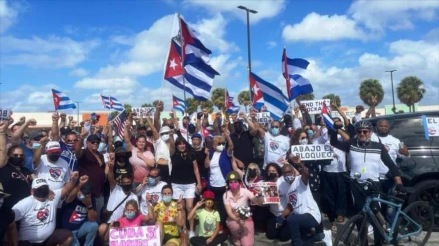 Una caravana de la cruzada mundial 'Puentes de amor', para exigir el fin del bloqueo de EE.UU. contra Cuba.