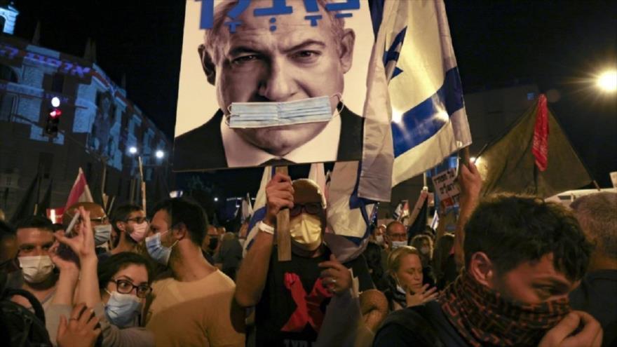 Israelíes participan en una manifestación en Al-Quds (Jerusalén) contra el premier Benjamín Netanyahu, 13 de marzo de 2021. (Foto: AFP)
