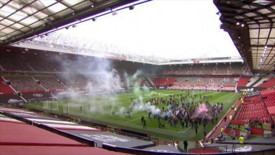 Caos en el estadio provoca suspensión del Manchester United–Liverpool