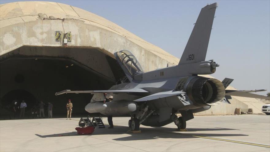 Un avión de combate F-16 de EE.UU. en la base aérea de Al-Balad, en el centro de Irak. (Foto: AFP)