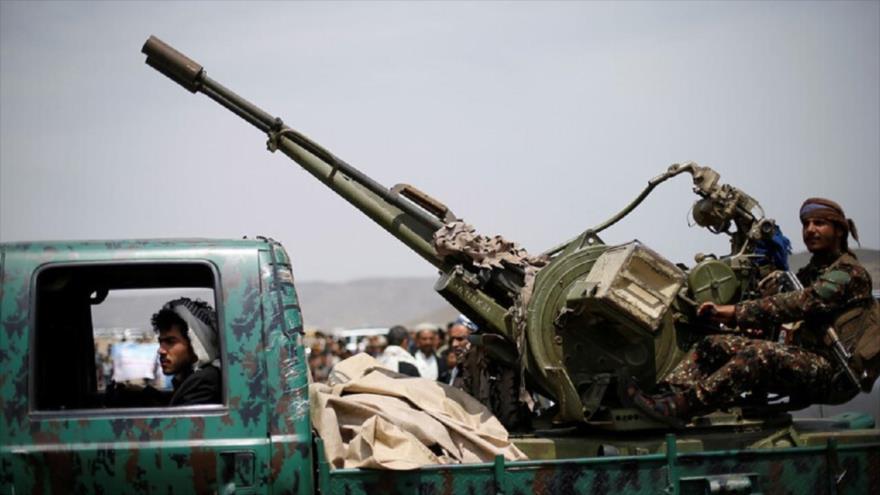 Combatientes del movimiento popular yemení Ansarolá en las afueras de Saná, la capital. (Foto: Reuters)