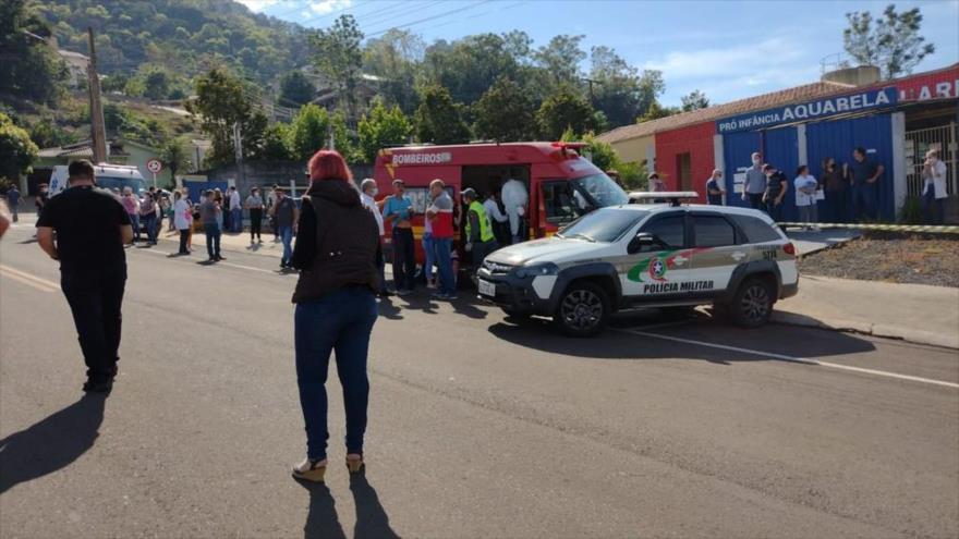 Un joven mata a 3 niños y una profesora en una escuela en Brasil