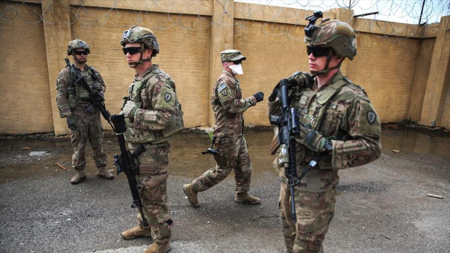 Soldados de EE.UU. patrullan en la base aérea K1, al noroeste de Kirkuk (Irak), 29 de marzo de 2020. (Foto: AFP)