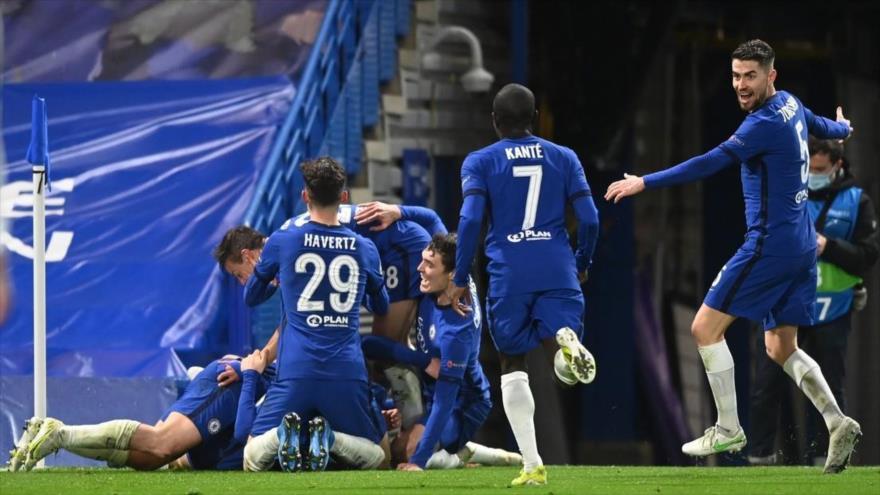 Celebración del Chelsea tras el gol anotado por Mason Mount, Londres, Reino Unido, 5 de mayo de 2021.