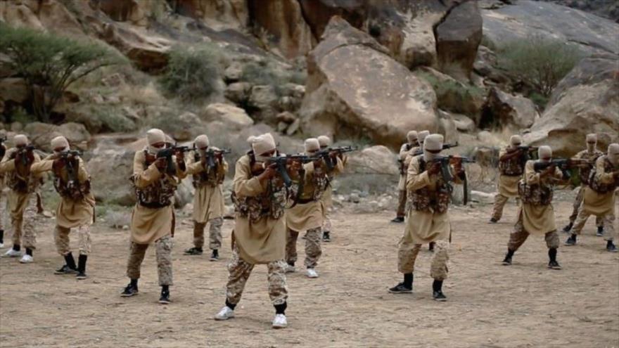 Miembros del grupo terrorista Al-Qaeda en un lugar no revelado en la provincia yemení de Al-Bayda.