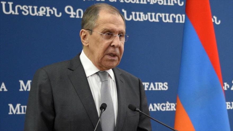 El ministro de Asuntos Exteriores de Rusia, Serguéi Lavrov, habla con prensa, en Ereván, capital de Armenia, 6 de mayo de 2021. (Foto: AFP)