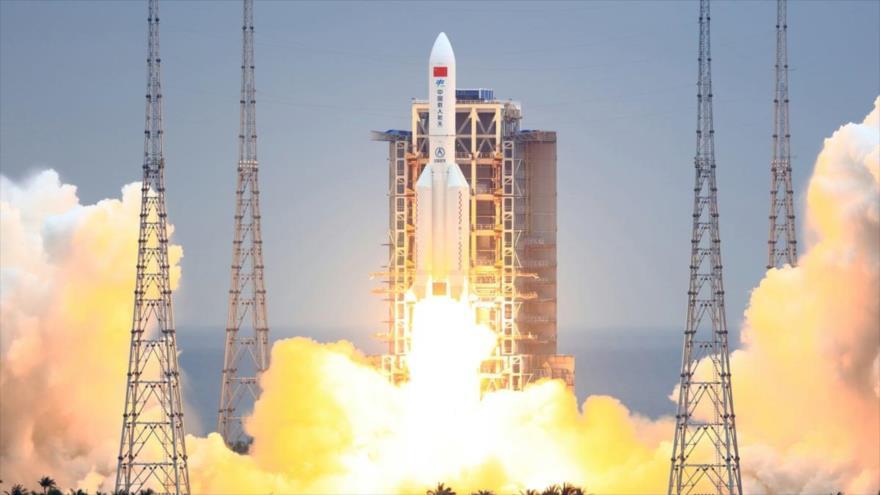 Cohete Long March 5-B despegó del sitio de lanzamiento de nave espacial Wenchang en Hainan, sur de China, 29 de abril de 2021. (Foto: Getty Images)