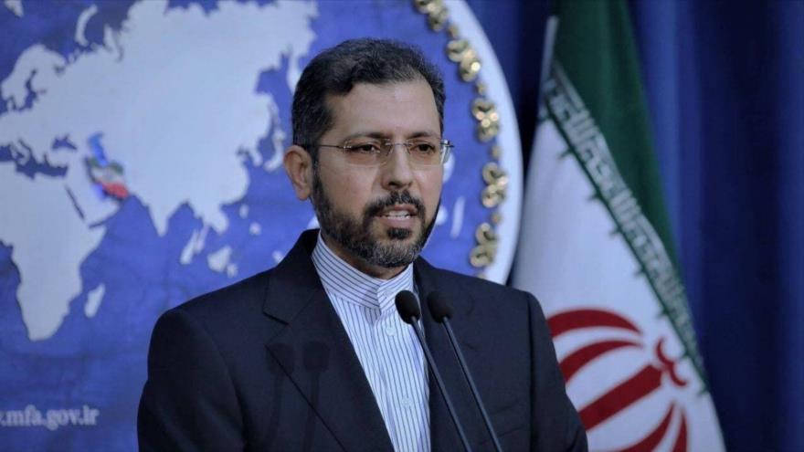 El portavoz del Ministerio de Exteriores de Irán, Said Jatibzade, ofrece una rueda de prensa en Teherán, capital iraní.