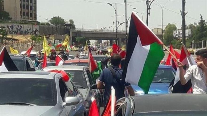 Una caravana de carros secunda una marcha a favor del pueblo palestino con motivo de la conmemoración del Día Mundial de Al-Quds en El Líbano, 7 de mayo de 2021.