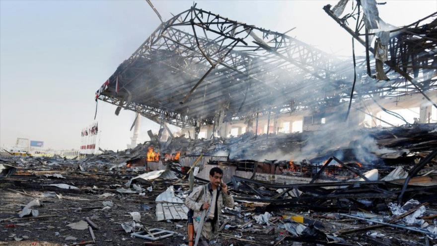 Un edificio impactado por ataque de cazas saudíes en Saná, capital de Yemen. (Foto: Reuters)