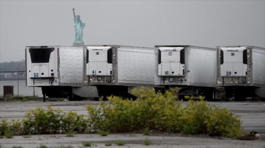 Remolques refrigerados convertidos en morgues improvisados en la terminal marina de South Brooklyn, de la ciudad de Nueva York.