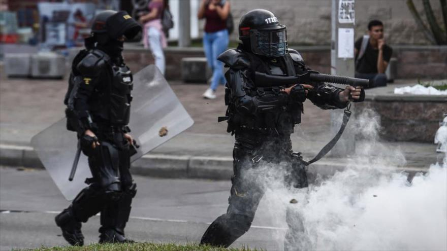 Vídeo: Policía colombiana dispara a prensa que cubría protestas