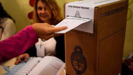 Gobierno de Argentina acuerda postergar comicios legislativos