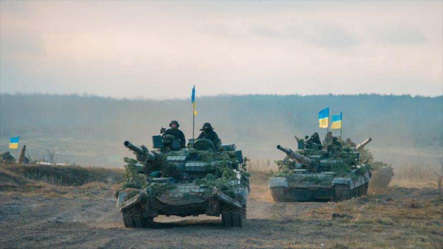 Una caravana de tanques de las Fuerzas Armadas de Ucrania.