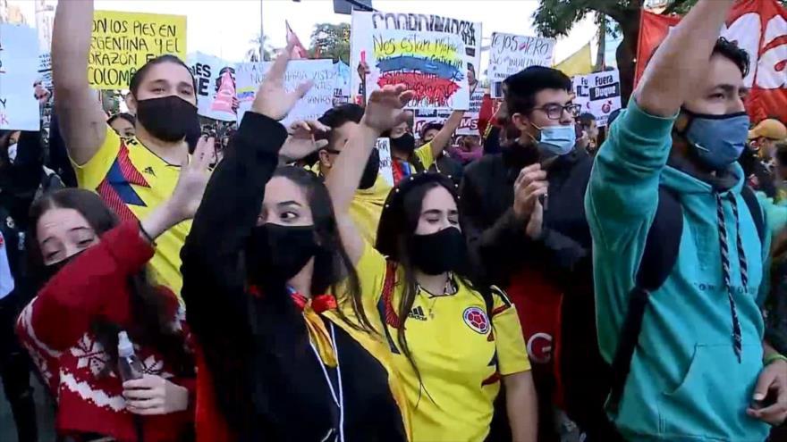 Todo el mundo carga contra la brutalidad policial en Colombia