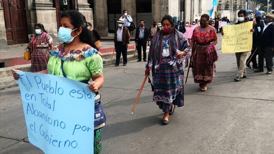 Guatemaltecos toman las calles para exigir renuncia del presidente