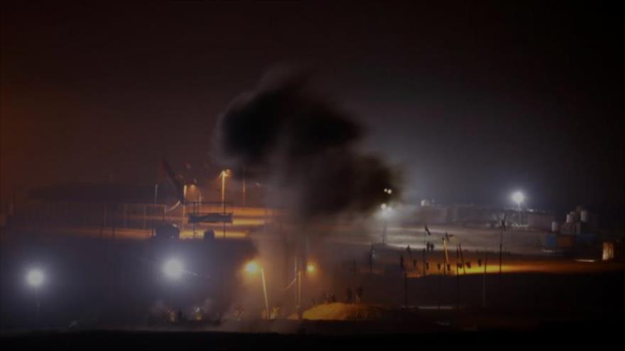 Vista del humo provocado por una explosión registrada en valla fronteriza de Gaza con los territorios palestinos ocupados, 8 de mayo de 2021. (Foto: Reuters)