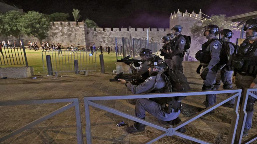 Fuerzas israelíes hieren con brutalidad a 90 palestinos en Al-Quds | HISPANTV