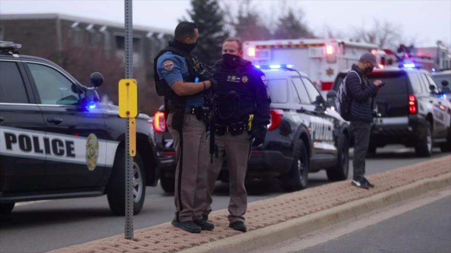 Agentes de la Policía de EE.UU. en el lugar de un tiroteo ocurrido en Colorado, 22 de marzo de 2021.(Foto: Reuters)