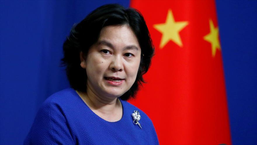 La portavoz de la Cancillería china, Hua Chunying, habla con la prensa en Pekín, la capital, 17 de julio de 2020. (Foto: Reuters)
