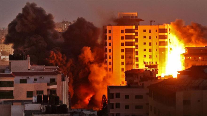 Vídeo: Un bombardeo israelí derriba edificio de 13 pisos en Gaza