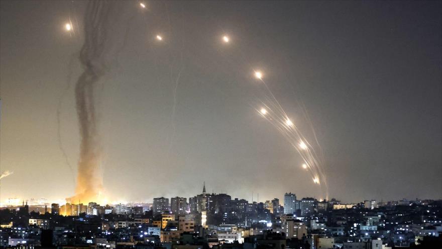 Cohetes lanzados desde la Franja de Gaza contra los territorios ocupados por Israel, 11 de mayo de 2021. (Foto: AFP)