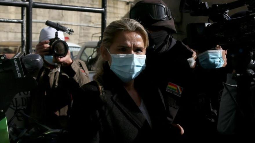 La expresidenta de facto boliviana, Jeanine Áñez, tras ser arrestada por la Policía en La Paz, Bolivia, 13 de marzo de 2021. (Foto: AFP)