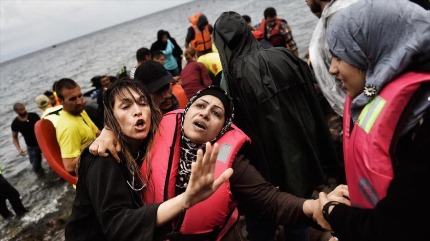 Los refugiados sirios en la griega isla volcánica de Lesbos, 28 de septiembre de 2015. (Foto: AFP)