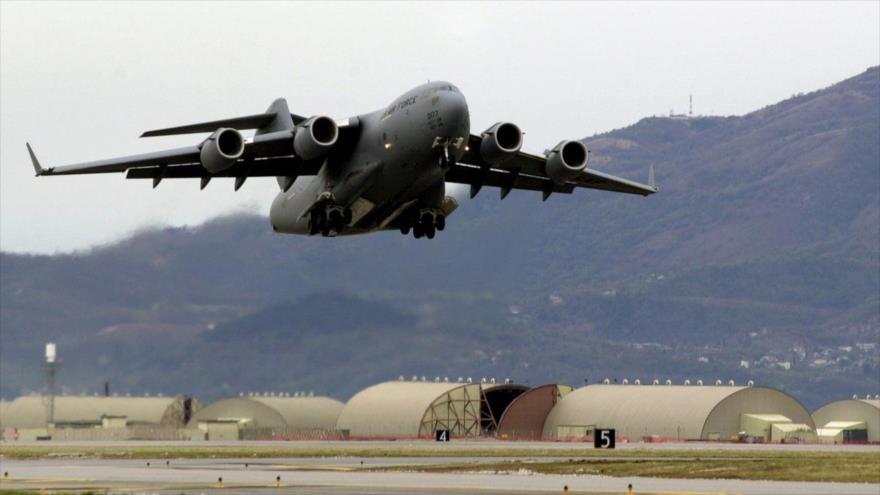 El personal militar de EE.UU. en los territorios ocupados por Israel fue evacuado con un avión similar a este de transporte C-17 de la Fuerza Aérea estadounidense.
