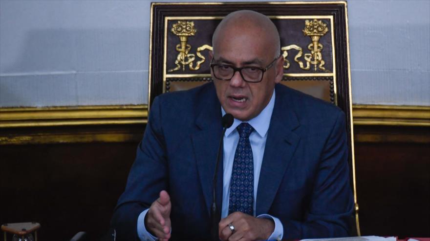 El presidente de Asamblea Nacional de Venezuela, Jorge Rodríguez, habla en una sesión parlamentaria, 4 de mayo de 2021. (Foto: AFP)