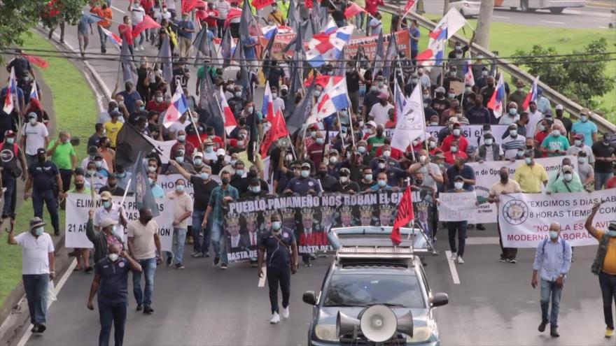 Trabajadores del canal de Panamá marchan hasta Palacio Presidencial