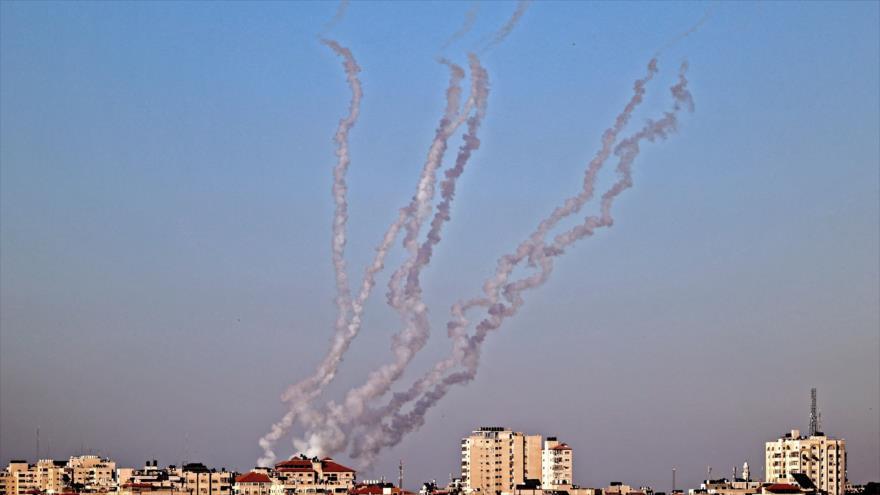 Cohetes disparados desde Gaza hacia los territorios palestinos ocupados por Israel, 13 de mayo de 2021. (Foto: AFP)