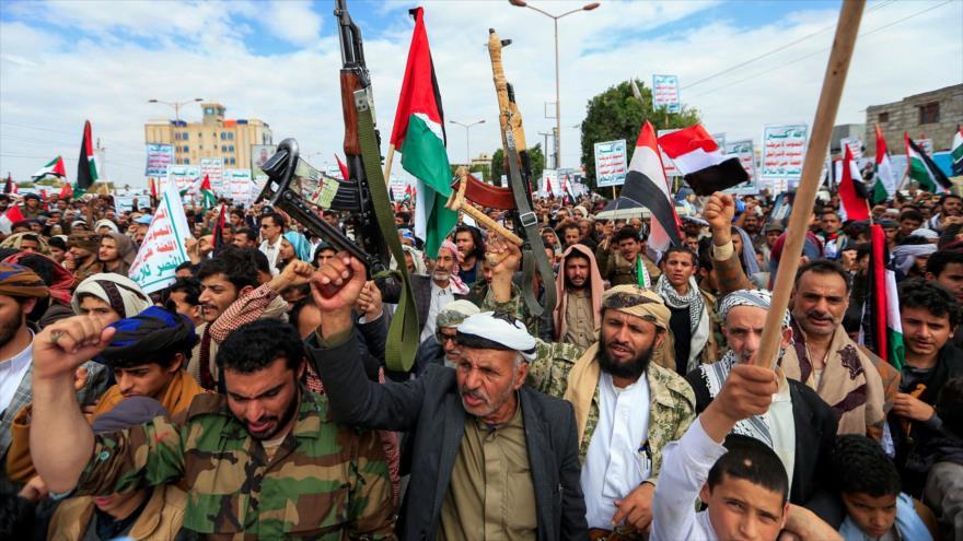 Partidarios del movimiento yemení Ansarolá protestan en defensa del pueblo palestino en Sana, Yemen, 7 de mayo de 2021. (Foto: AFP)