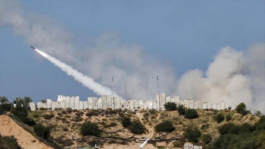 HAMAS responde a masacre israelí en Al-Shati con lluvia de misiles