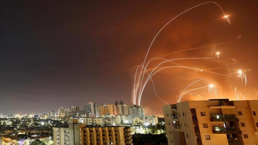 Cohetes lanzados desde la Franja de Gaza hacia los territorios ocupados por Israel, 10 de mayo de 2021. (Foto: Reuters)