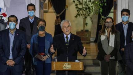 """Piñera levanta bandera blanca: Chile pide """"una profunda reflexión"""""""