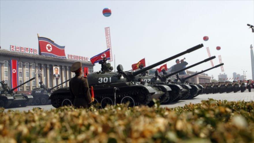 Desfile de los tanques del Ejército norcoreano.