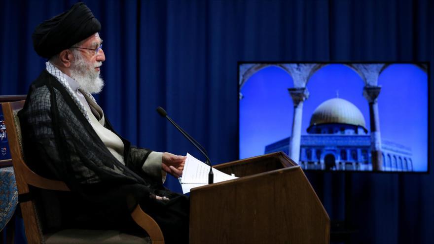 El Líder de la Revolución Islámica de Irán, el ayatolá Seyed Ali Jamenei, ofrece un discurso televisivo por Día Mundial de Al-Quds. (Foto: Leader.ir)