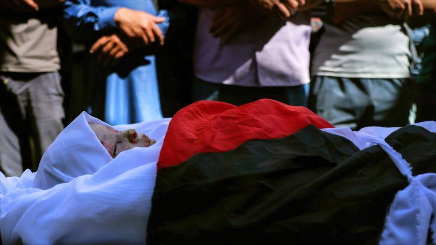 El funeral de una niña de tres años que murió a causa de sus heridas tras un ataque aéreo israelí en Gaza 19 de mayo de 2021. (Foto: AFP)