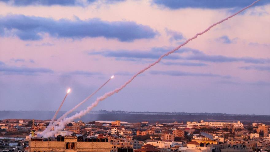Cohetes disparados desde el sur de la Franja de Gaza contra Israel, 17 de mayo de 2021. (Foto: AFP)