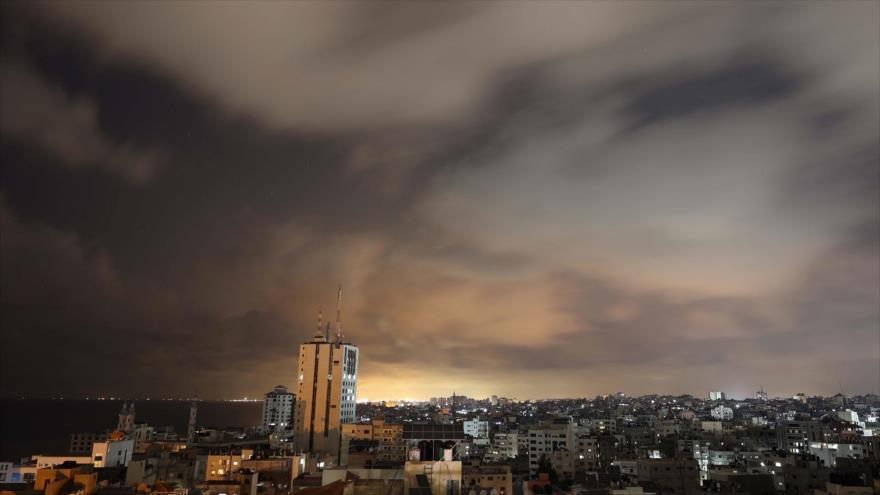 Una vista general de la ciudad de Gaza antes del inicio de un alto el fuego, 20 de mayo de 2021. (Foto: AFP)